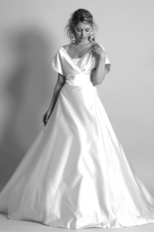 Full length wedding dress fifties style with sleeves